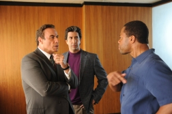 """THE PEOPLE v. O.J. SIMPSON: AMERICAN CRIME STORY """"From the Ashes of Tragedy"""" Episode 101 (Airs Tuesday, February 2, 10:00 pm/ep) -- - Pictured: (l-r) John Travolta as Robert Shapiro, David Schwimmer as Robert Kardashian, Cuba Gooding, Jr. as O.J. Simpson. CR: Ray Mickshaw/FX"""